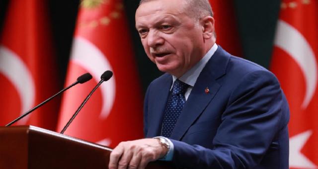 Erdoğan emekli amiralleri 'darbe' ima etmekle suçladı