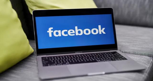 Facebook, polise Müslüman karşıtı nefret söylemi yapmadığı için dava açtı