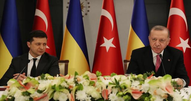 Rusya büyük çaplı bir savaş tehdidinde bulunurken Ukrayna Türkiye'ye döndü