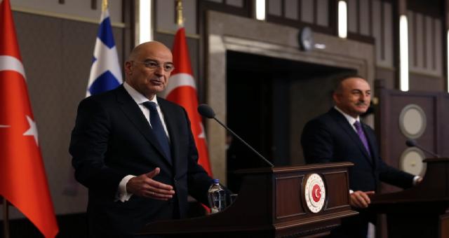 Yunan ve Türk dışişleri bakanları basın toplantısında çatıştı