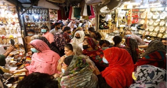 Müslümanlar, COVID-19 önlemleri arasında Ramazan Bayramı'nı kutlayacak