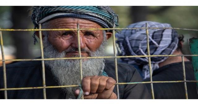 Afganistan cumhurbaşkanı, Taliban Kabil'e yaklaşırken akan kanı durdurma sözü verdi