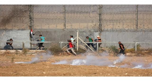 Gazze'deki Filistinliler sınırda protesto için İsrail'e meydan okuma sözü verdi