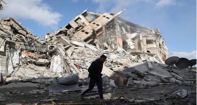 Gazze'deki Filistinliler İsrail hava saldırılarında öldürülen sevdiklerinin yasını tutuyor